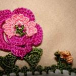 pembe-çiçekli-yazma-oyası-modeli