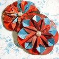 Renkli çift yönlü kğıtlarla çiçek yapılışı