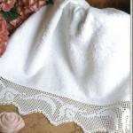 sade-dantel-beyaz-havlu-kenari