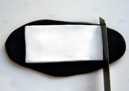 fimoyla-siyah-beyaz-boncuklu-kolye-yapilisi-1
