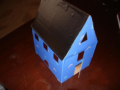 Karton-kutudan-en-kolay-guzel-ev-yapilisi-7