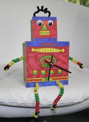 ROBOT ŞEKLİNDE KARTONDAN SAAT YAPIMI