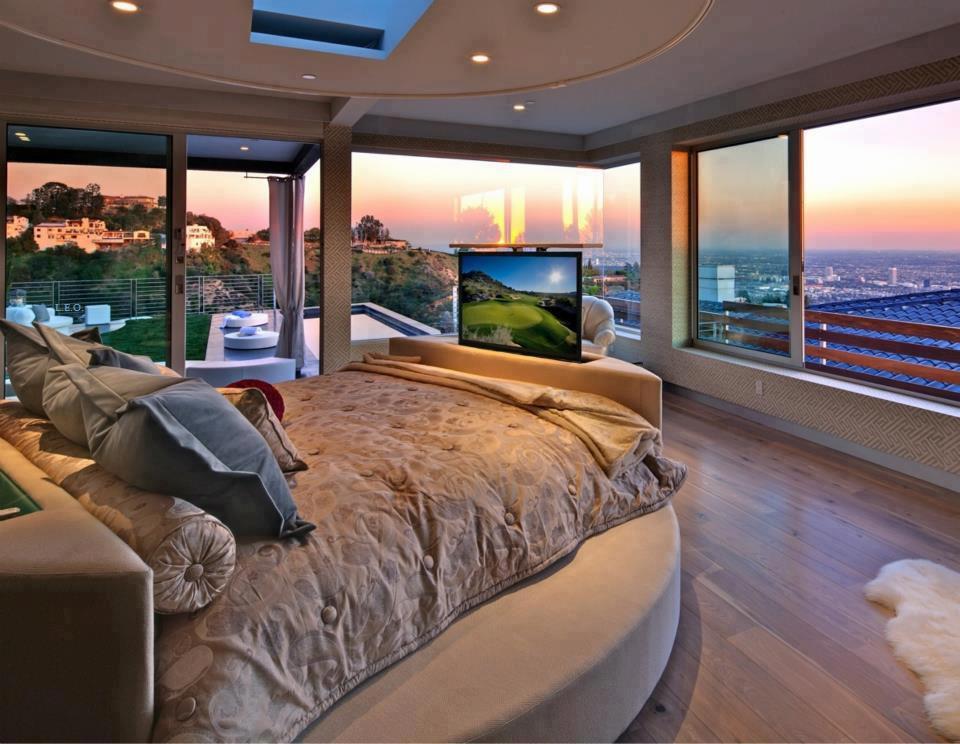 Harika yatak odam,sahildeki evim