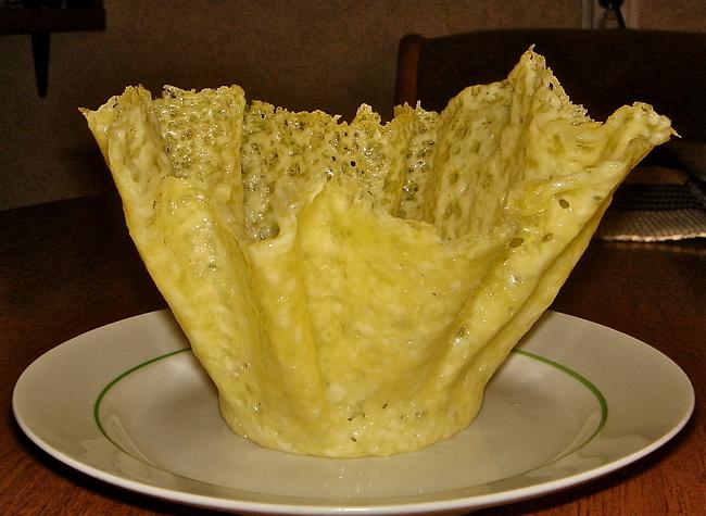 kasar-peynirinden-salata-kasesi-4