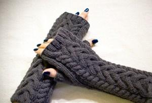 sac-orgulu-siyah-orme-eldivenler