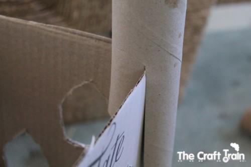 Karton-kutu-koli-ve-rulolardan-kolay-kale-yapimi-2