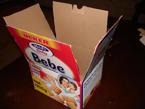 bebe-biskivu-kutusandan-kolay-karton-ev-yapimi-1