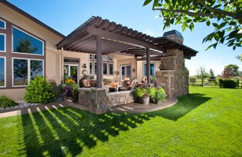 Elegant-outdoor-living-space