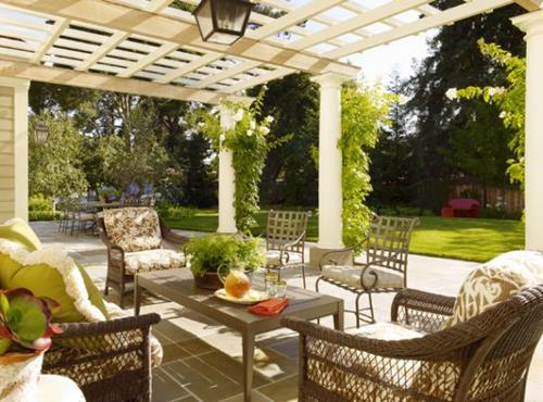 Even-modern-pergolas-in-the-garden-can-use-a-hint-of-natural-green