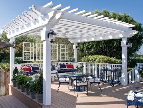 Pergolas-help-provide-form-to-the-outdoor-dining-area