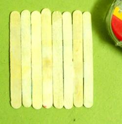 dondurma-hobi-cubuklarindan-masa-sandalye-yapimi-13