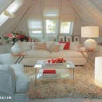 beyaz-ahsap-dekorasyonlu-koltuk-takimli-cati-odasi-dekore-fikri