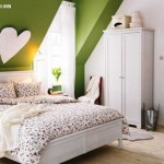 yesil-boyali-beyaz-yatak-odasi-cati-kati-dekoru