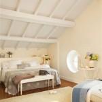 yuvarlak-pencereli-cati-kati-yatak-odasi-dekorasyonu