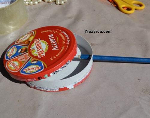 ucgen-peynir-kutusundan-odev-icin-marakas-yapilisi-2