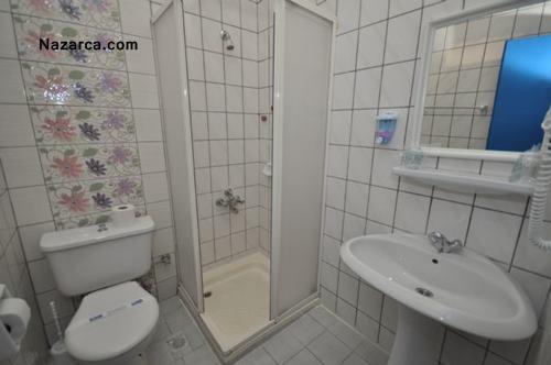 Alanya-merhaba-otel-oda-banyosu
