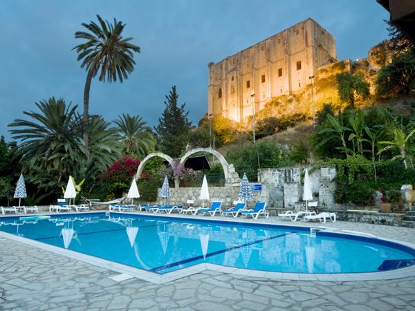 Bellapais Gardens Hotel-havuz3