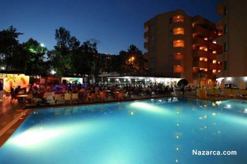 alanya-oncul-beach-resort-otel-gece-havuz