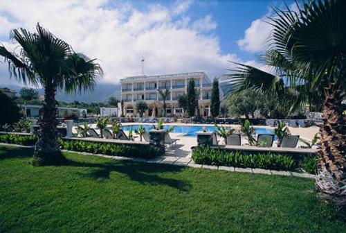 altinkaya-holiday-resort-otel-havuz