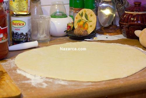 evde-pizza-nasil-yapilir-resimli-tarifi-1