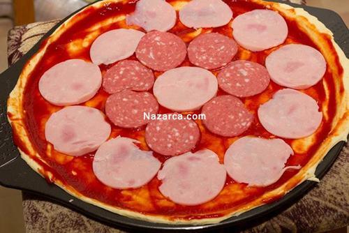evde-pizza-nasil-yapilir-resimli-tarifi-2