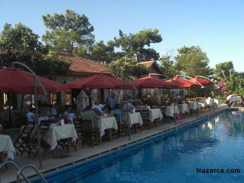 fethiye-silver-pine-muhafazakar-alkolsuz-otel-havuzbasi-restoran