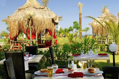 kemer-zena-resort-hotel-bahce-yemek-servisi