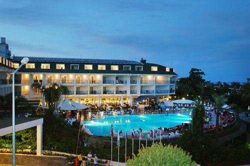 kemer-zena-resort-hotel-gece-gorunus