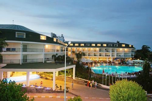 kemer-zena-resort-hotel-genel-gorunus
