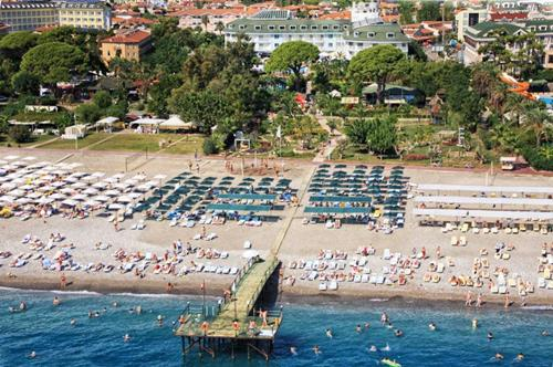kemer-zena-resort-hotel-plaji