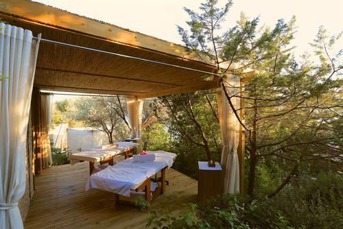 macakizi-hotel-turkbuku-bodrum-acik-masaj-alani