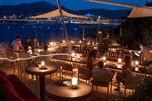 macakizi-hotel-turkbuku-bodrum-iskele-bar-gece