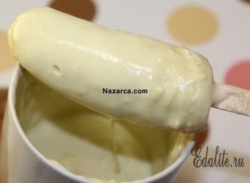 muz-ve-beyaz-cikolatadan-ev-yapimi-vitaminli-dondurma-6