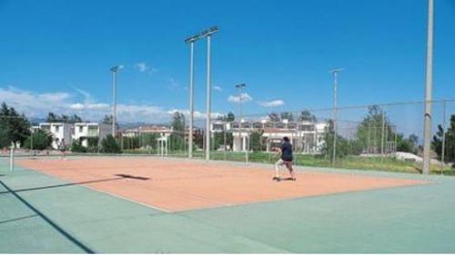 turban-akcay-tatil-koyu-tenis-kortu
