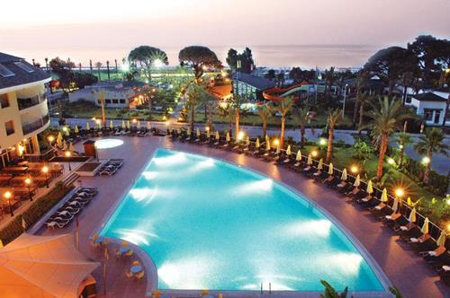 zena-resort-hotel-havuzun-gece-resimleri
