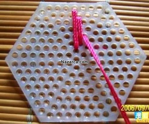 delikli-plastik-uzerine-orgu-bayan-cantasi-nasil-orulur-4