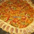 sosis-kenar-dolgulu-ilginc-pizza-tarifi