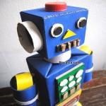 karton-kutulardan-ayakli-robot