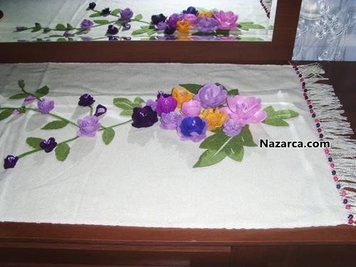 çiçekli ve boncuklu keçe masa örtüsü