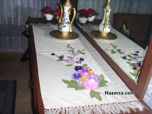 Kumaş üstüne keçe çiçekli konsol örtüsü