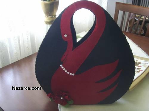 keçe Siyah üzerine Bordo kuğulu bayan çantası