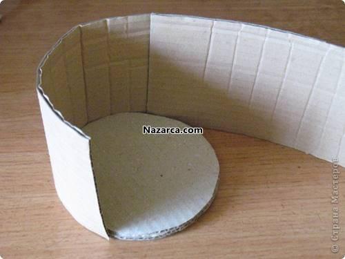 oluklu-kartondan-sapli-dekoratif-sepet-yapilisi-4