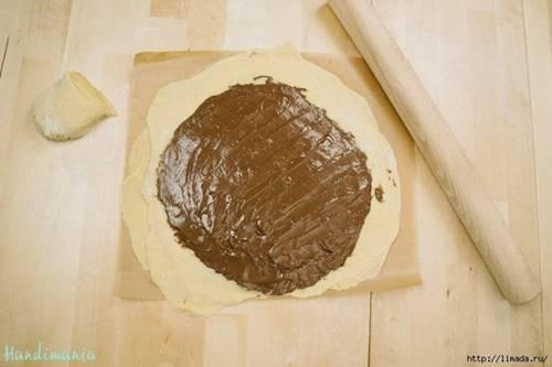 baklava-yufkasindan-cikolatali-cicek-corek-tarifi-4