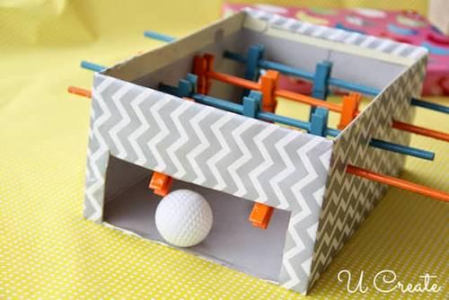 cocuklar-icin-kutudan-ve-mandallardan-mini-langırt-oyuncagi-yapimi-6