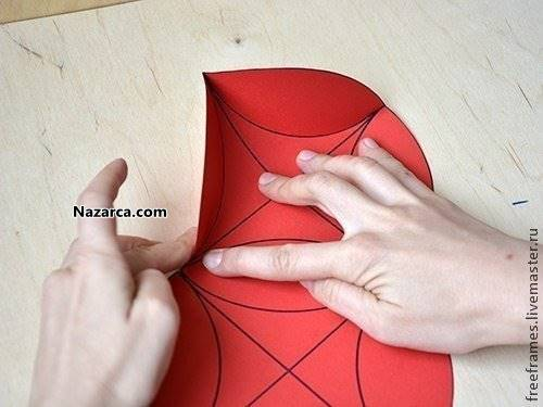 fon-kartonundan-basit-ve-kolay-hediye-paketi-yapimi-7