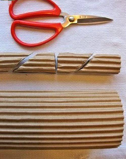 Oluklu-kartondan-dekor-amacli-odunlar-2