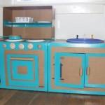 karton-kutulardan-oyuncak-mutfak-tezgahi