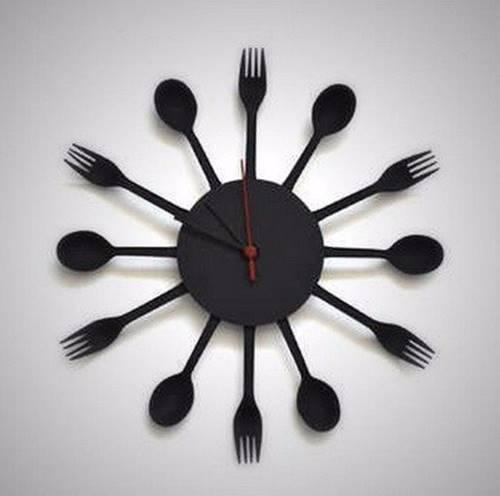 mutfak-dekoruna-yakisir-kasik-cataldan-saat-yapimi