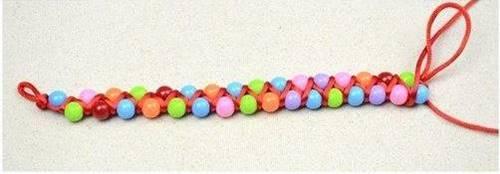 renkli-boncuklardan-cok-sirin-bilezik-yapimi-5-6