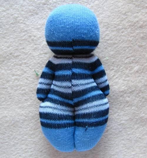 corapla-kolay-bir-oyuncak-bebek-yapimi-9